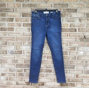 Hollister》High Rise Super Skinny